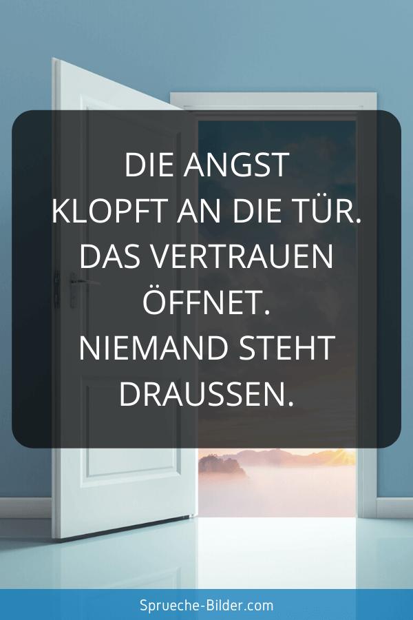 Vertrauen Sprüche - Die Angst klopft an die Tür. Das Vertrauen öffnet. Niemand steht draußen.